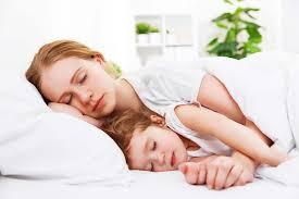 dormire a cucchiaio significato 1