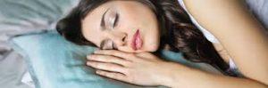 dormire con le lenti a contatto fa male 1