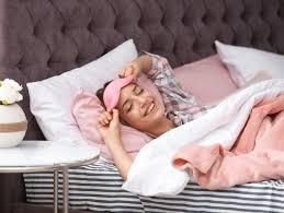 si può dormire con le lenti a contatto mensili