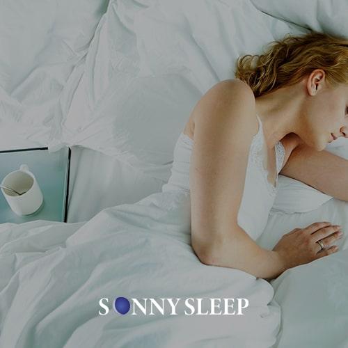 La melatonina benefici per dormire più di 8 ore.